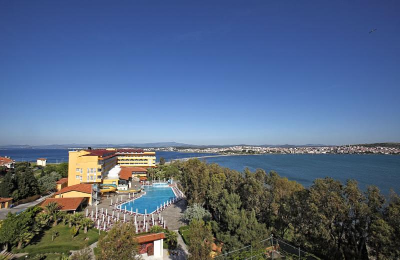 Местоположение на хотел Halic Park 5*, Айвалък:ХотелHalic Parkе 5-звезден хотел, който се намира на 3 км от центъра на курортаАйвалък, на самия бряг на морето. Разстоянието до летищете в Едремит […]