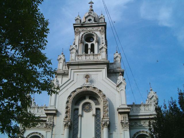 """В квартал """"Фенер"""" – Истанбул, на самия бряг на Златния Рог се издига църквата """"Св.Стефан"""". Отдалеч привлича поглед красивата украса на фасадата, но не всички знаят, че конструкцията е излята […]"""