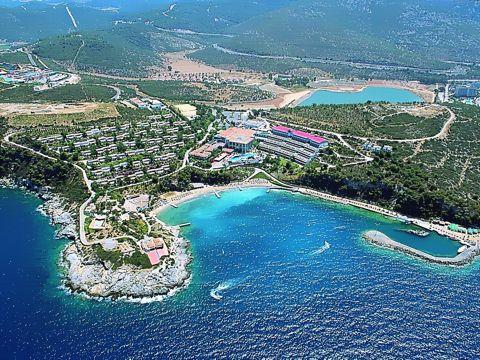 Местоположение на хотел Pine Bay 5*, Кушадасъ: Хотелът е разположен на 65 км от летището на гр. Измир, на 6 км от центъра на гр. Кушадасъ, на брега на морето. […]